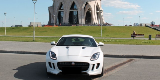 Jaguar F-type без водителя